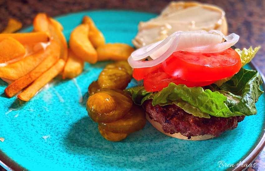 Hamburger Under those Veggies