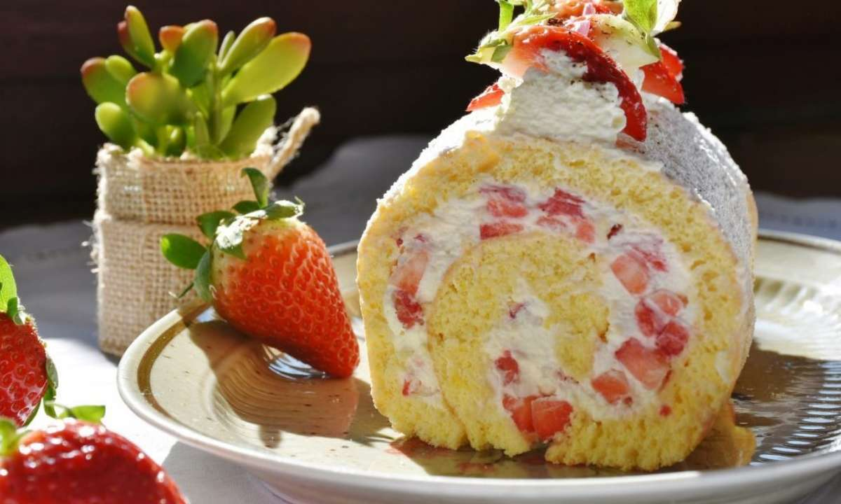 Strawberry Cake Roll Recipe